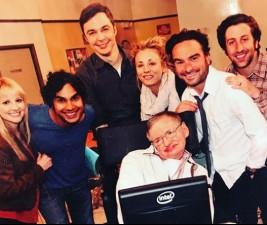 Den v seriálech: Wynonna Earp, OUAT, Stephen Hawking a další