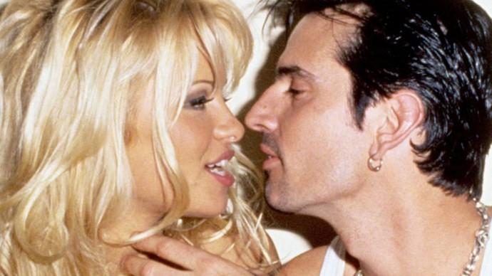 Sexuální skandál Pamely a Tommyho a další nové seriály