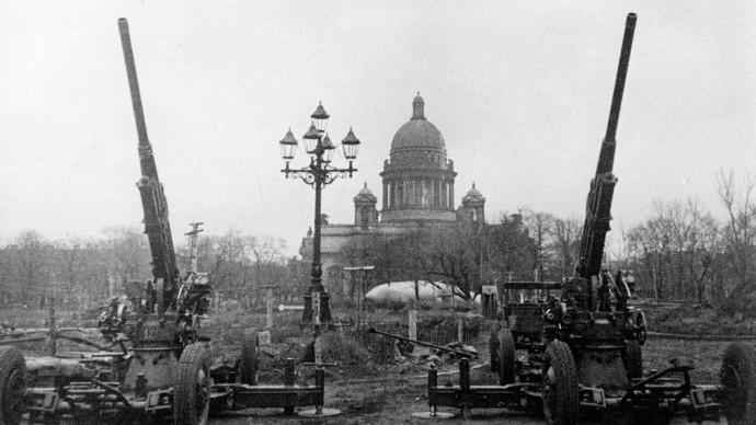 Obléhání Leningradu a další vyvíjené projekty